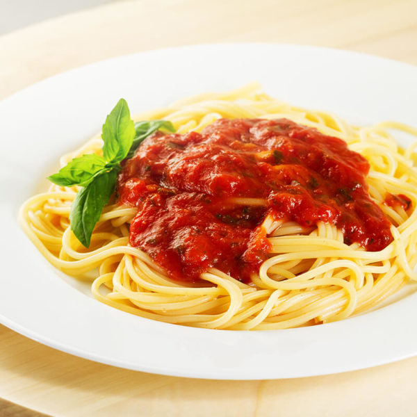 Spaghetti served with garlic bread